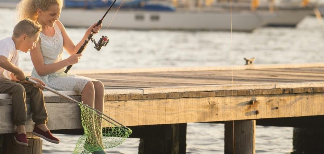 CHILDREN-FISHING-Toronto-Image-Paul-Foley-Lake-Macquarie-Tourism